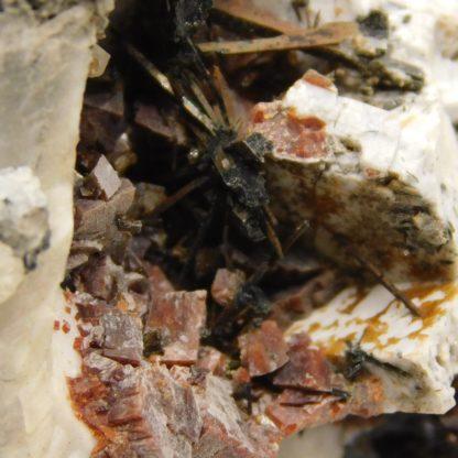 Rhodochrosite, Aegerine, Analcime, Catapleiite, Mont-Saint-Hilaire